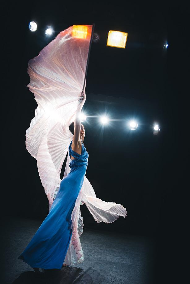 tanec s křídly tanečnice